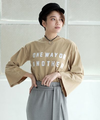 【AZUL by moussy(アズールバイマウジー)】26/‐綿天竺バック釦ロゴTee