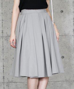 タフタ素材フレアスカート
