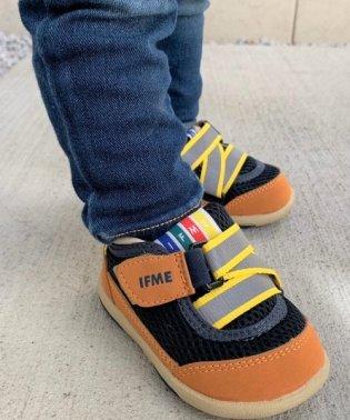 【ヨチヨチ歩きをサポートする】ベビーシューズ 22‐4700子供靴