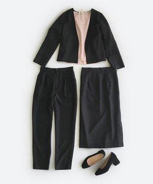 持っていると便利な野暮ったくならないフォーマルジャケット・パンツ・スカートの3点セット