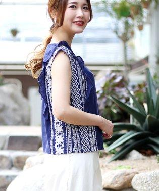 ◆サイドの刺繍がワンポイント◆刺繍フリルブラウス