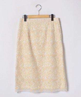 フラワー刺繍タイトスカート