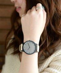バイカラーデザインの腕時計