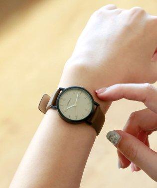 カジュアルデザインの腕時計