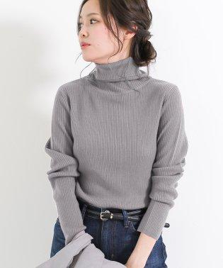 タートルネックリブニットセーター