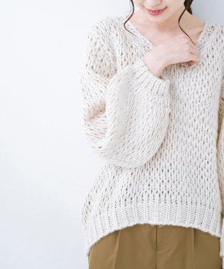 手編み風のざっくり感で女っぽい Vネックの甘編みルーズニット