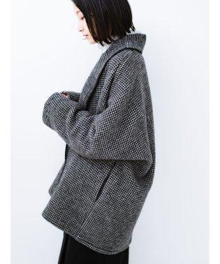たくさん着込んで長--く着られる ゆったりシルエットの千鳥柄コート