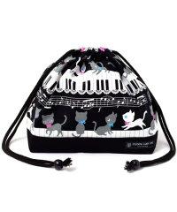 【通園・通学】巾着 中 マチ有りお弁当袋(ネームタグ付き) ピアノの上で踊る黒猫ワルツ(ブラック)×オックス・黒