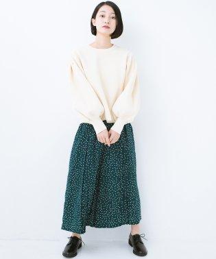 【mer2月号掲載】旬のグリーンカラーを思いっきり楽しむ 総柄プリントプリーツパンツ