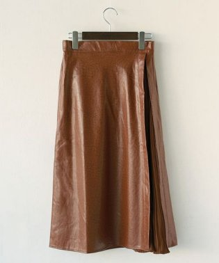 REAL CUBE サイドプリーツレザースカート