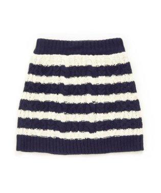 ケーブル編みニットスカート