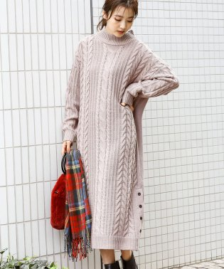 裾釦ロングケーブルニットワンピース