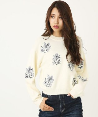 Flower EmbroideryハイネックKnit TOP