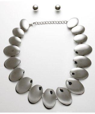 パールピアス×楕円連なりネックレス