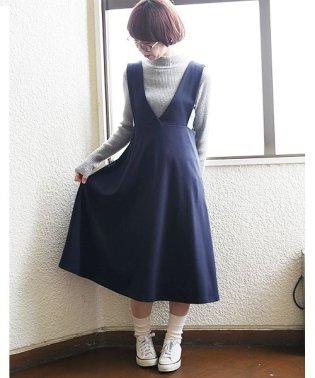 深Vネックフレアジャンパースカート