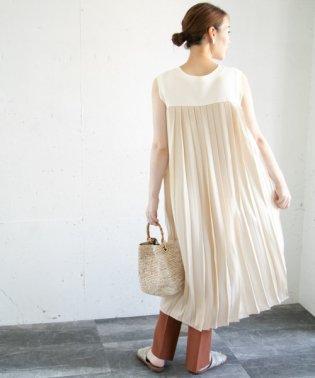 バックプリーツストレートドレス