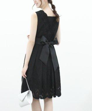 裾刺繍入りドレス