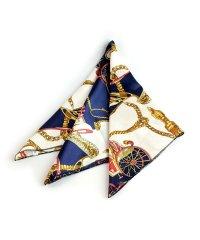 バッグに結んで雰囲気をクラスアップしてくれたりと、ブロガーにも大人気のバンダナスカーフ