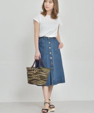 オールシーズンお洒落映えするデザインのタイトミモレ丈スカート