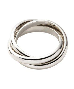 3つのリングが重なり、指先に存在感をプラスして大人な輝きを放つ♪『3連シンプルリング』