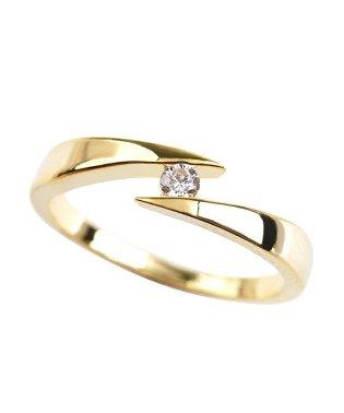 エッジの効いたデザインが、『スマートな印象のリング』