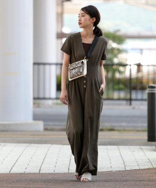 【WEB限定】ウエストスッキリ◆フロントボタンジャンプスーツ