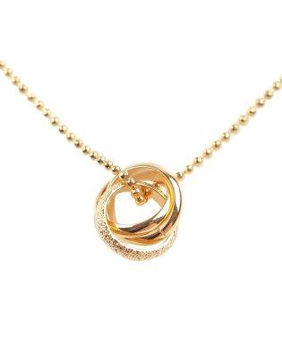 重なり合うリングが綺麗でフェミニンな3連リングネックレス
