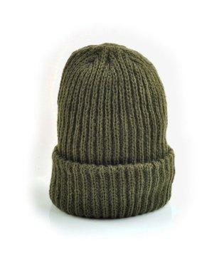 秋冬コーデを完成させる、シンプルなカラーニット帽