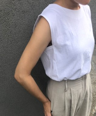 OTONA SLEEVELESS TEE