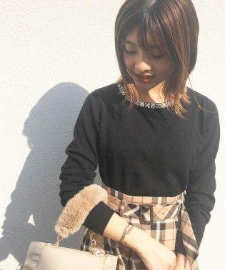 【美人百花10月号掲載】ジュエル刺繍ネックニット