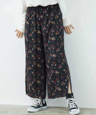 フラワープリント裾スリットパンツ