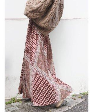 ラメランダムプリーツパネル柄スカート