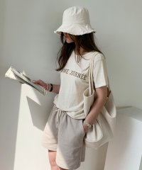 NANING9(ナンニング)リネン混紡ロゴTシャツ