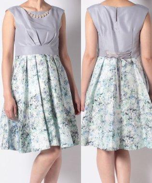 ネックレス付き花柄ドレス