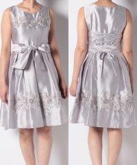 配色フラワー刺繍ドレス