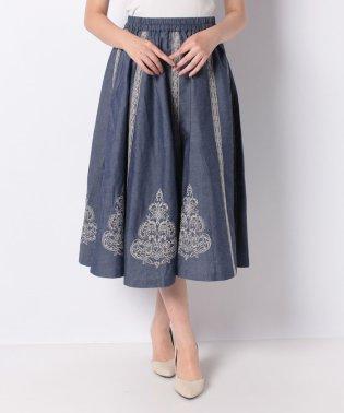 モチーフ刺繍フレアスカート