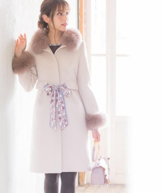 【美人百花12月号掲載】スカーフ付きファー使いタックコート