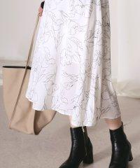 繊細な柄で合わせやすい◆アートフラワーフレアスカート