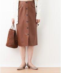 合成皮革のタイトスカート