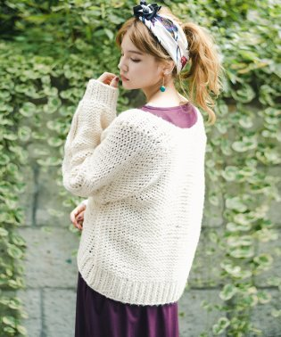 アウターがわりに着られる 手編みのざっくりニットカーディガン