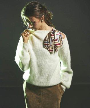 スカーフ付きニットプルオーバー