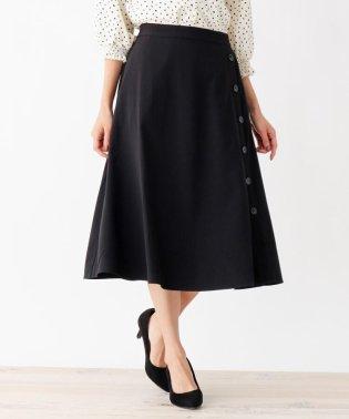 脇ボタンフレアスカート