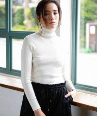 【2nd SKINシリーズ】シルクリブ タートルネックニット