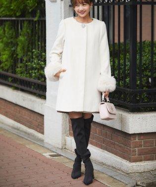 エコファー袖ビジューブローチつきノーカラー綺麗見えコート