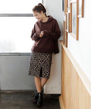 レオパード柄ジップナロースカート