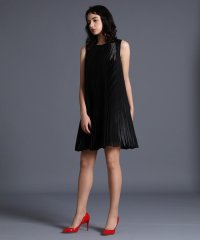 《M Maglie le cassetto》アコーディオンプリーツドレス