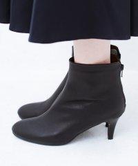 これを履いたらパッと女っぽくなれちゃう便利なショートブーツ