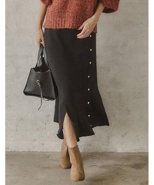 着心地とトレンド。両方手に入るデザインスカート PBTニットスリット入りフェイクボタンスカート スカート/スカート