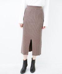 すっきり見えて大人っぽい!ゆるトップスとの相性抜群なリブニットタイトスカート