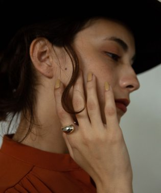 ASYMMETRY RING